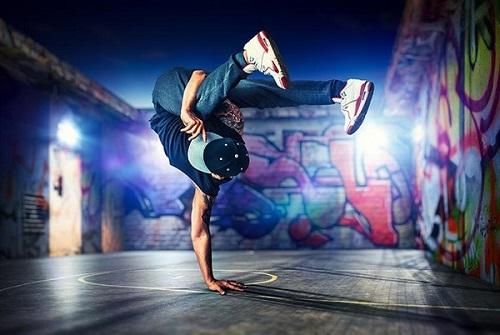 bboy la gi bgirl la gi breakdance va nhung buoc nhay co ban - Bboy là gì? Bgirl là gì? Breakdance và những bước nhảy cơ bản