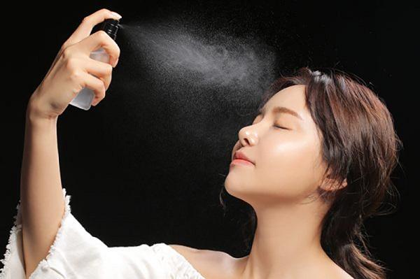 dewy skin la gi bi quyet trang diem cho da cang bong nhu suong 2 - Dewy skin là gì? Bí quyết trang điểm cho da căng bóng như sương