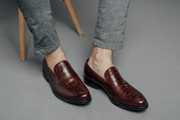 giay moi la gi nguon goc su khac biet va cach bao quan giay moi 2 - Giày mọi là gì? Nguồn gốc, Sự khác biệt và Cách bảo quản giày mọi