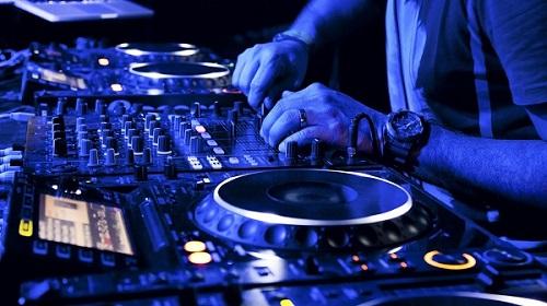 khai niem dj la gi cac loai hinh va cong viec cua nghe dj 3 - Khái niệm DJ là gì? Các loại hình và công việc của nghề DJ