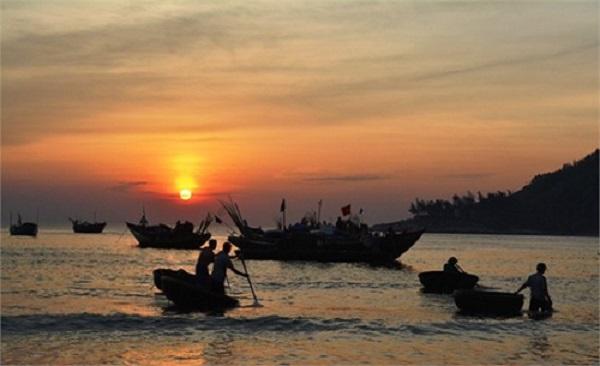 phan tich bai tho doan thuyen danh ca cua huy can – van hoc 9 - Phân tích bài thơ Đoàn thuyền đánh cá của Huy Cận – Văn học 9