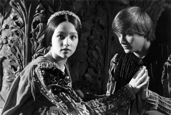 phan tich nhan vat romeo trong trich doan tinh yeu va thu han 1 - Phân tích nhân vật Romeo trong trích đoạn Tình yêu và thù hận