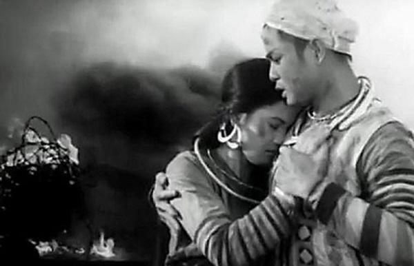 so sanh nhan vat mi va chi pheo de thay su hoi sinh tam hon con nguoi 2 - So sánh nhân vật Mị và Chí Phèo để thấy sự hồi sinh tâm hồn con người