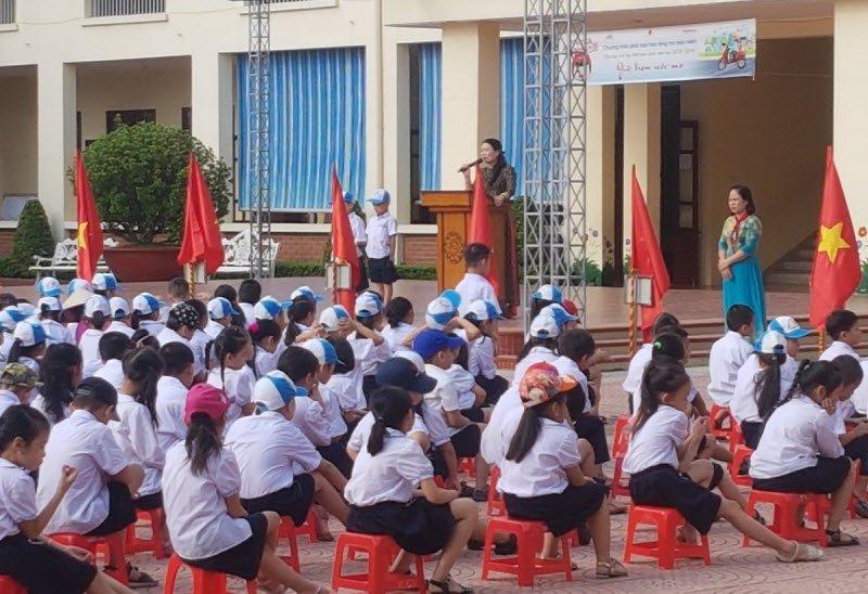 buoi le chao co dau tuan - Tả buổi lễ chào cờ đầu tuần lớp 5 ở trường em
