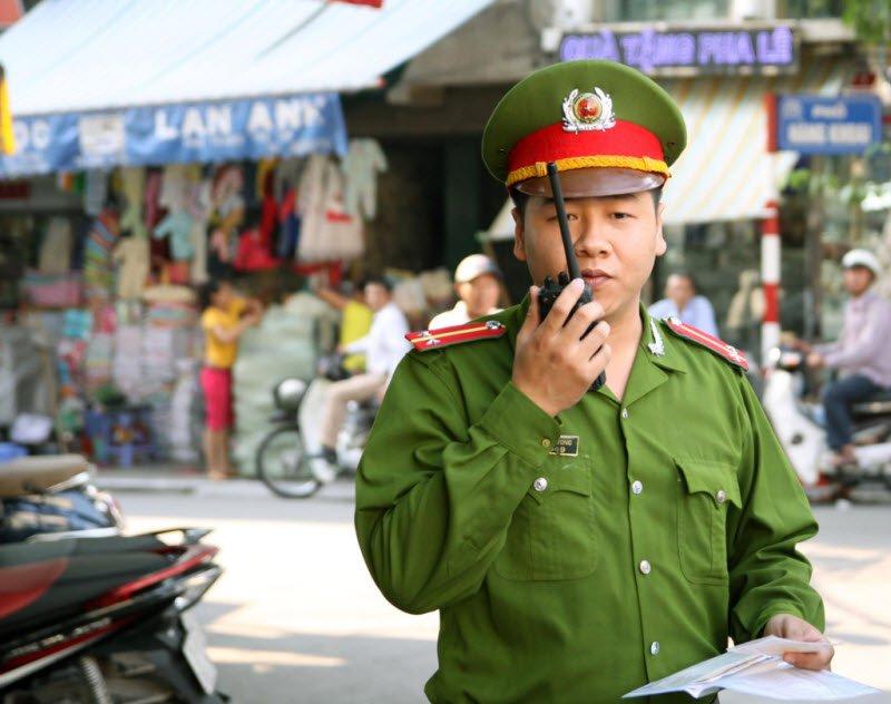 chu cong an - Tả một chú công an lớp 5 hay nhất - 3 bài văn miêu tả chú công an phường, đang làm nhiệm vụ