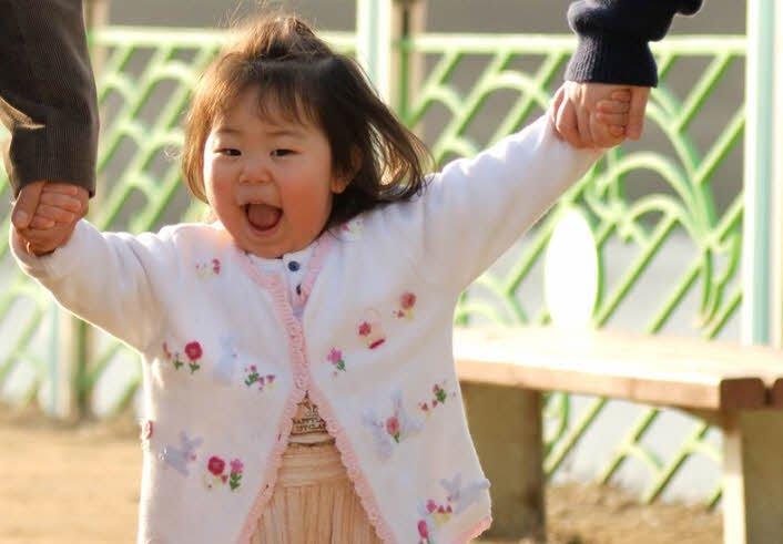 em be - Tả em bé lớp 2 hay - 4 đoạn văn ngắn miêu tả em bé đang tuổi tập đi tập nói 1 2 3 tuổi