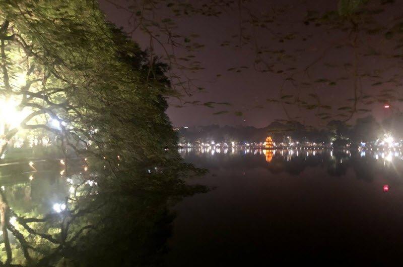 ho guom ban dem - Tả hồ Gươm lớp 5 hay nhất - 3 bài văn miêu tả hồ Gươm, Hoàn Kiếm, hồ con rùa ở Hà NỘi