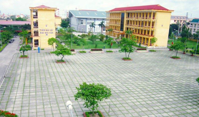 quang canh san truong - 3 bài văn tả quang cảnh trường em trước buổi học, sân trường giờ ra chơi lớp 4