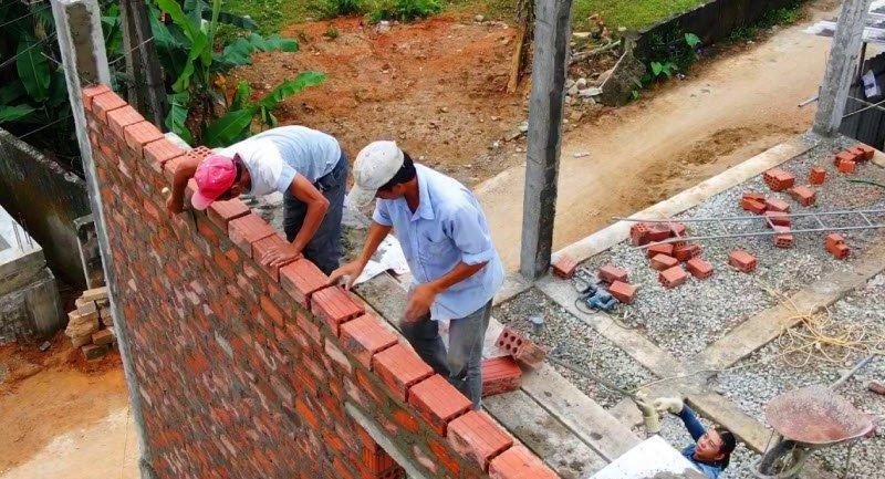 tho xay dang xay dung - Tả một người thợ xây đang làm việc - 3 bài văn miêu tả bác thợ xây, công nhân xây dựng đang xây dựng nhà