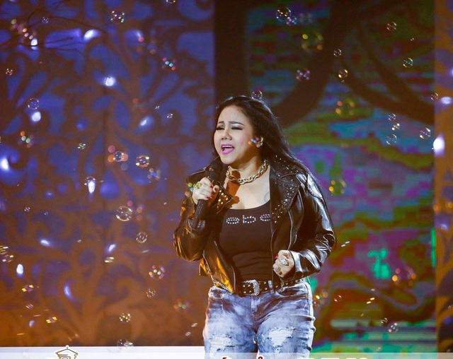 top 10 bai van mau ta ca si dang bieu dien hay nhat 4 - Top 10 bài văn mẫu tả ca sĩ đang biểu diễn hay nhất